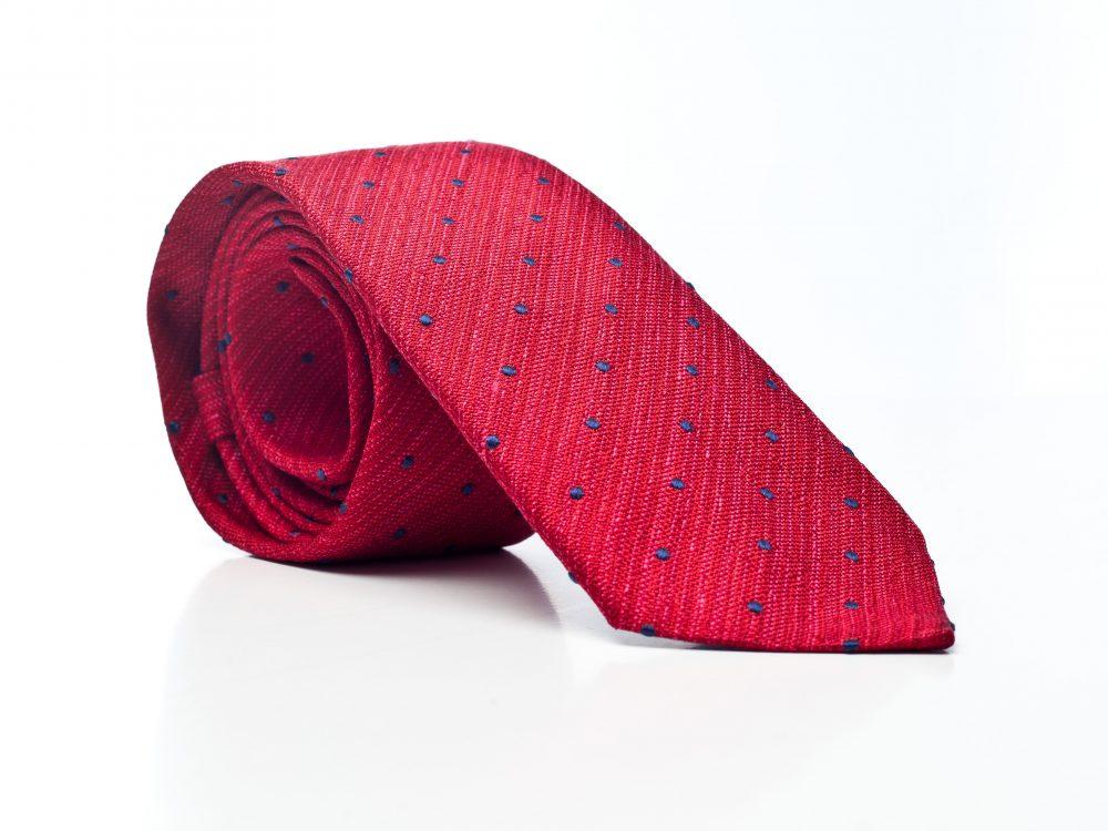 Krawat czerwony w granatowe groszki